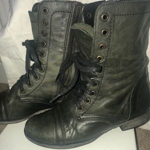 Steve Madden Shoes - Steve Madden distressed Troopa boots
